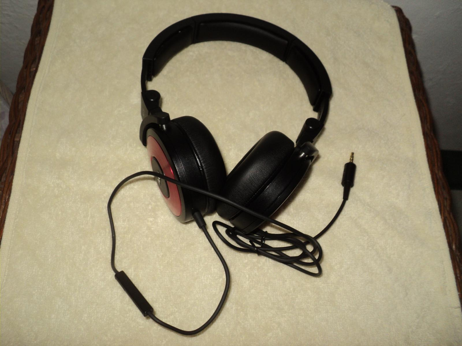 AKG K619 red
