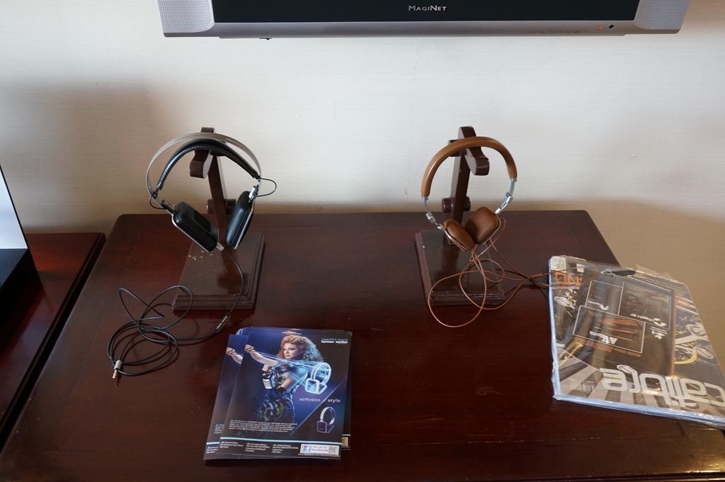 Harman Kardon's headphones