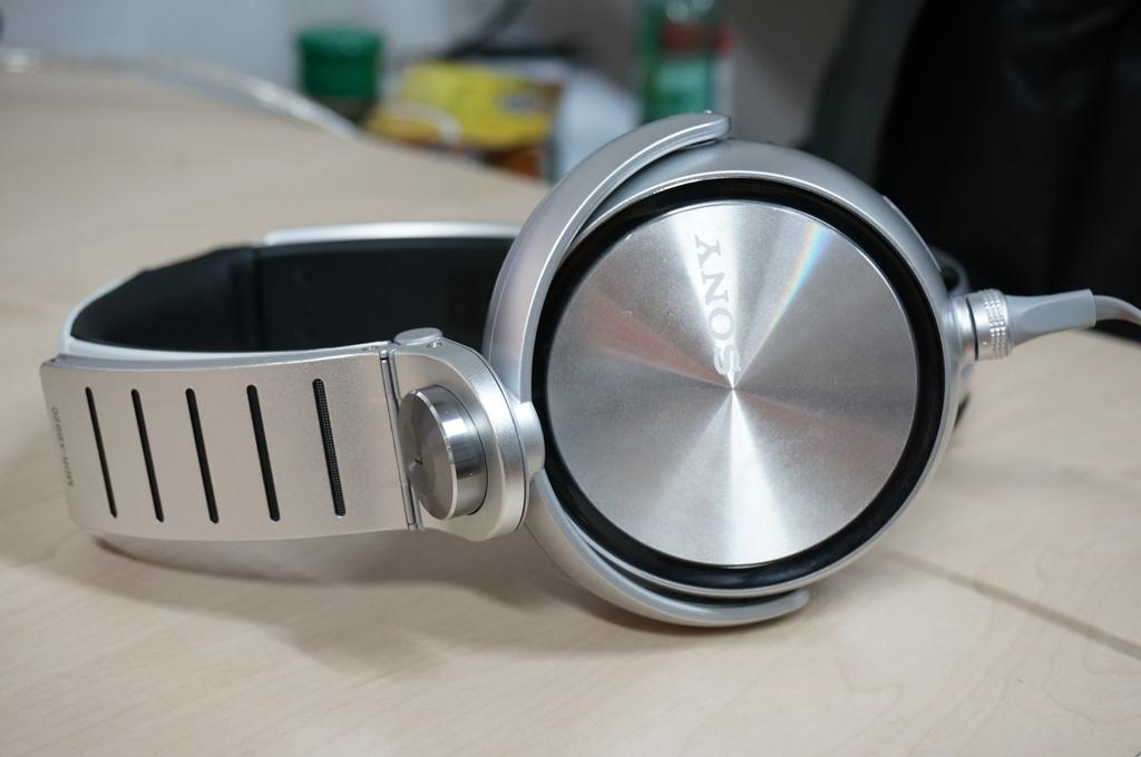 Sony XB920 headphone