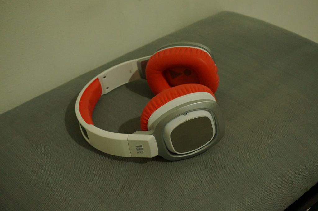 JBL J88 headphone