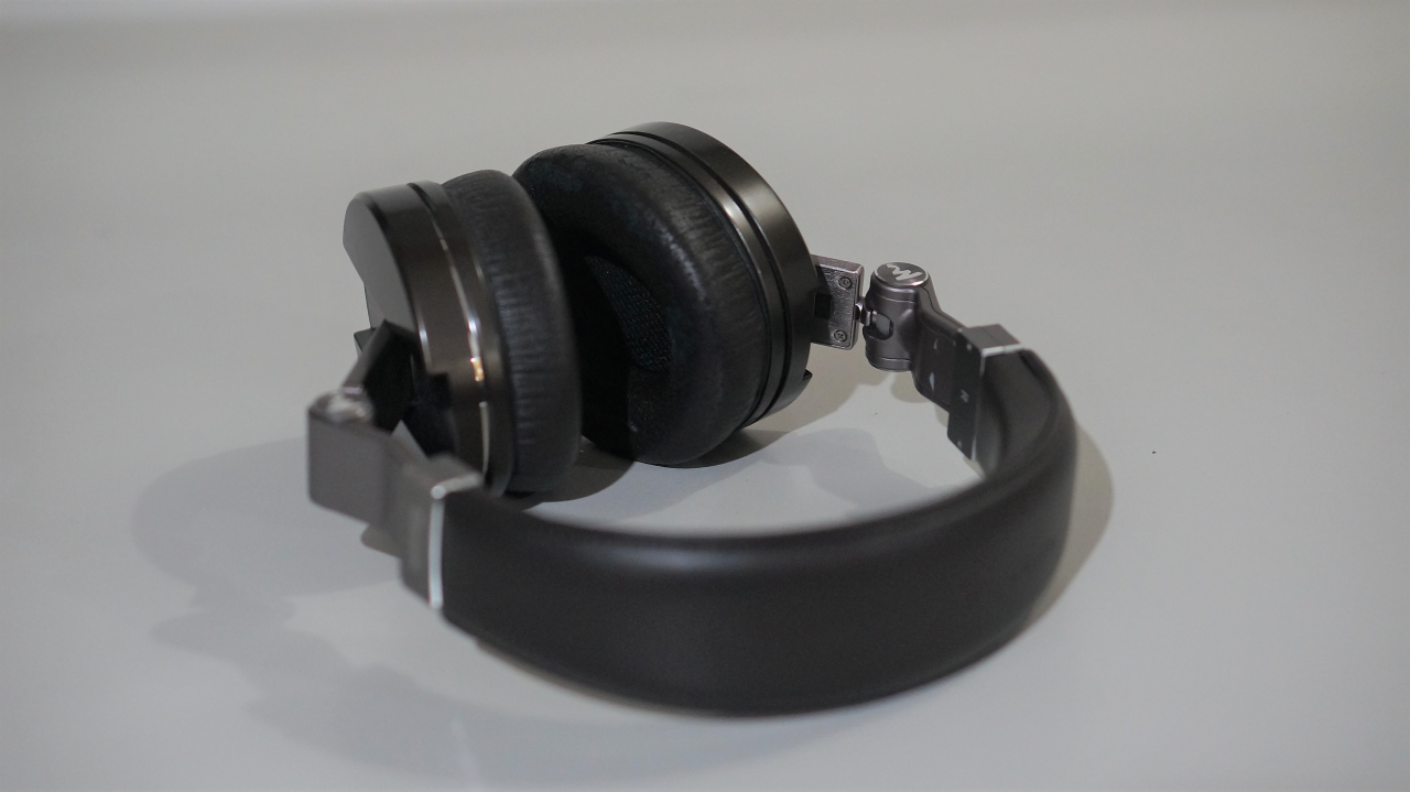 Focal Classic headband and earpads